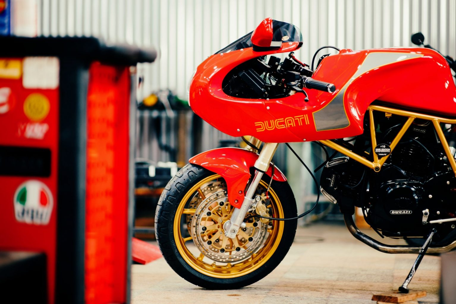 "Ducati 750SS ""Tribute"" by Unik Edition"